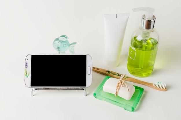 Belle composition pour spa ou bain concept avec smartphone