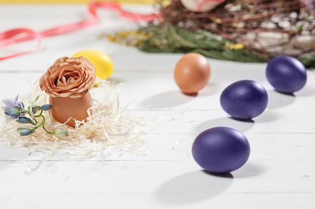 Belle composition de réglage de table de pâques.