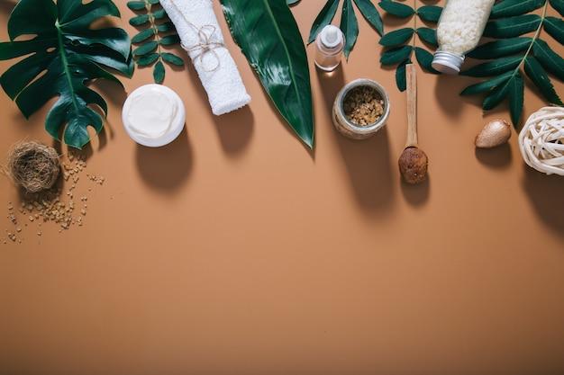 Belle composition de spa sur mur marron. espace pour le texte