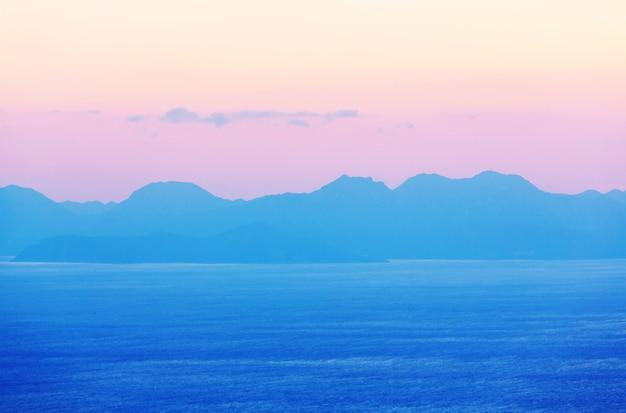 Belle côte de la mer en turquie