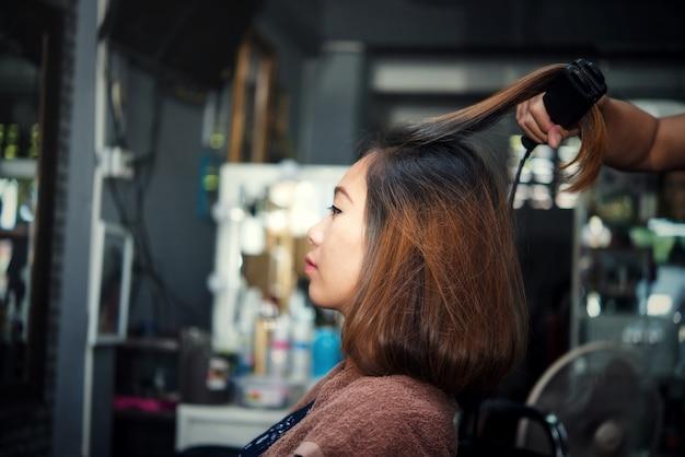 Belle coupe de cheveux des femmes