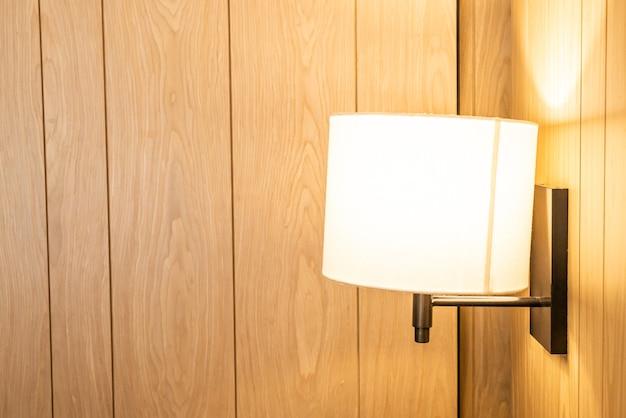 Belle décoration de lampe suspendue dans une chambre