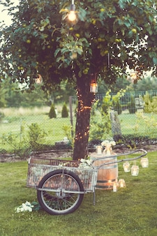 Belle décoration rustique de jardin