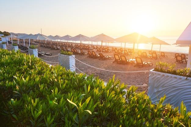 Belle digue pour la marche et le sport à l'amara dolce vita luxury hotel. alanya turquie.