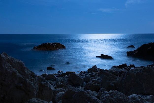 Belle eau de mer de l'angle de la mer