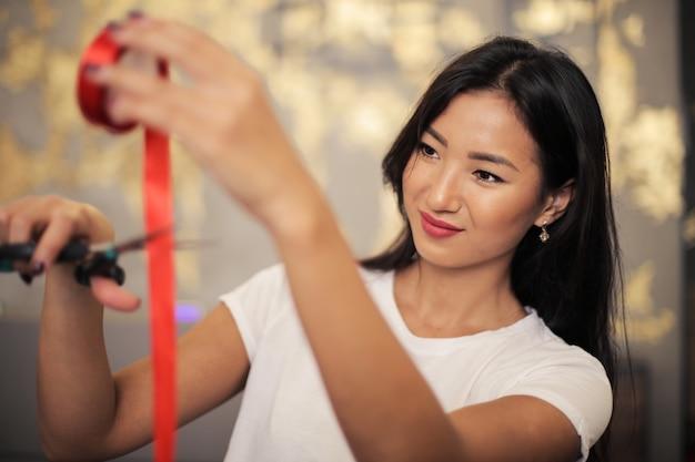 Belle employée asiatique