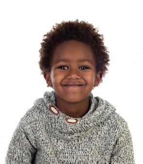 Belle enfant afro-américaine avec jersey de laine gris