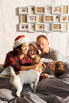 Belle famille avec concept de noël