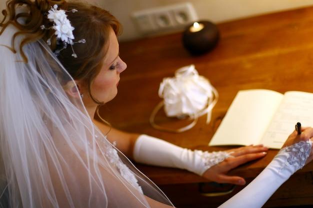 Belle femme adulte sur le mariage