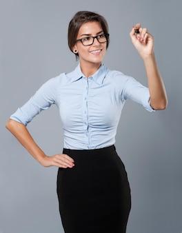 Belle femme d & # 39; affaires, esquissant un nouveau plan pour les entreprises