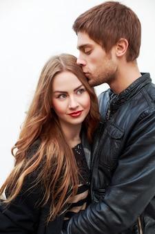 Belle femme en appréciant avec son petit ami