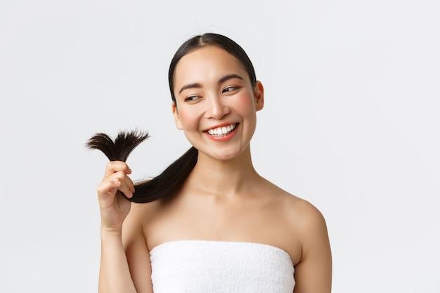 Belle femme asiatique heureuse