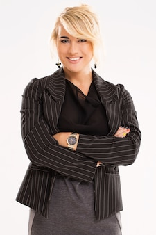 Belle femme aux cheveux blonds et costume noir