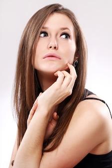 Belle femme aux cheveux longs