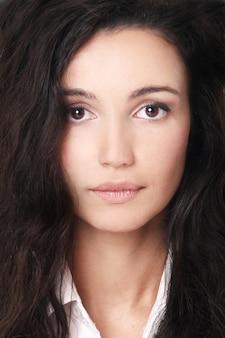 Belle femme aux cheveux noirs, portrait de beaux-arts