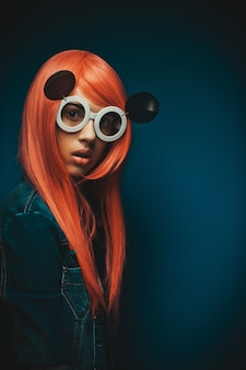 Belle femme aux cheveux roux
