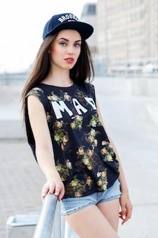 Belle femme dans la rue