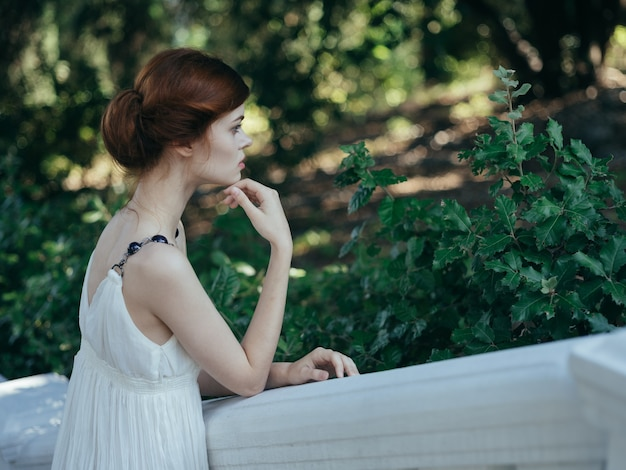 Belle femme glamour luxe style classique décoration nature
