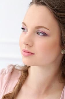 Belle femme avec joli visage
