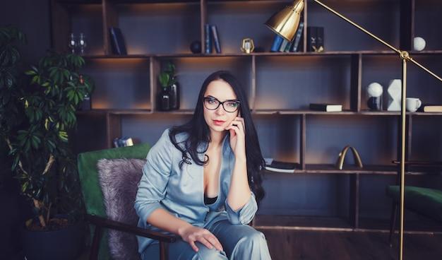 Belle femme à lunettes
