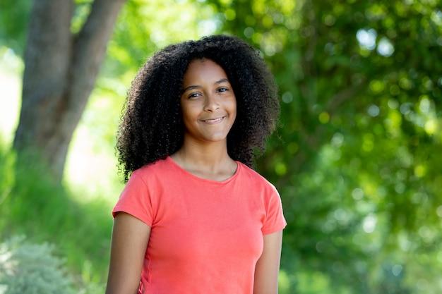 Belle fille adolescente afro