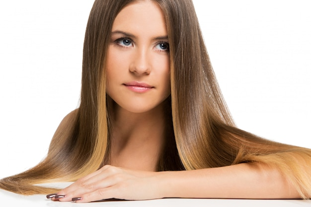 Belle fille aux cheveux longs