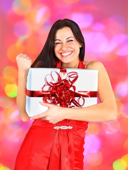 Belle fille avec des cadeaux