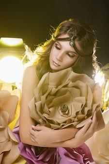 Belle fille modèle de mode
