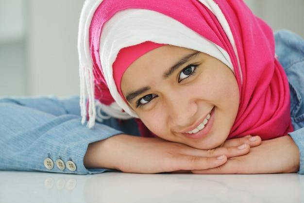 Belle fille musulmane arabe
