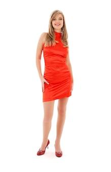 Belle fille en robe rouge sur blanc