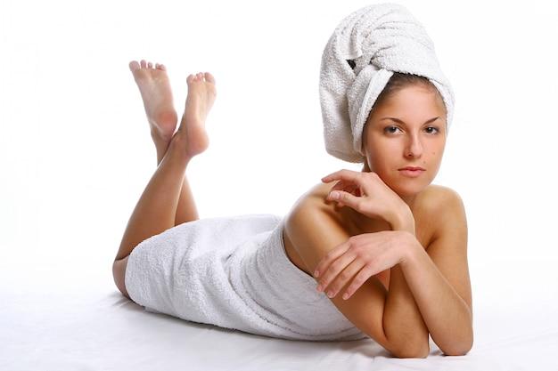 Belle fille avec une serviette