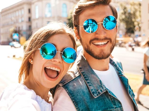 Belle fille souriante et son beau petit ami dans des vêtements d'été décontractés.