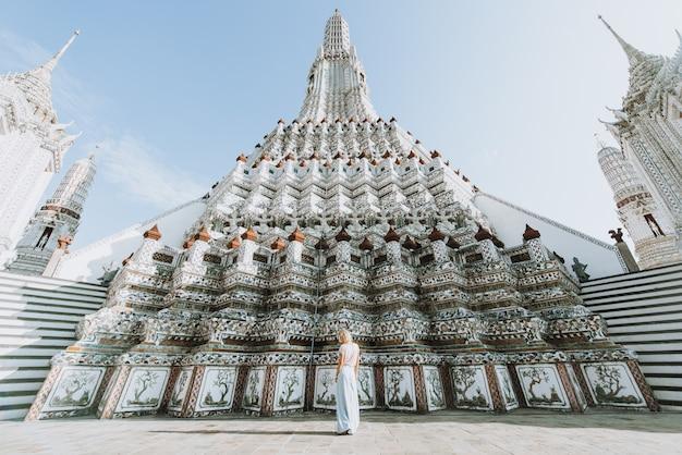 Belle fille visitant bangkok, thaïlande