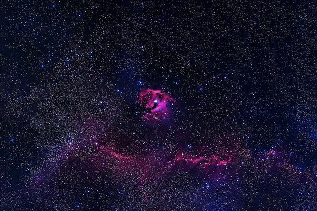 Belle galaxie multicolore. les éléments de cette image ont été fournis par la nasa. photo de haute qualité