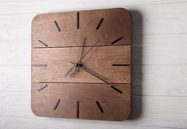 Belle horloge murale en bois