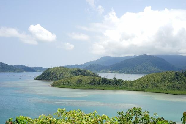 Belle île de l'ouest de sumatra en indonésie