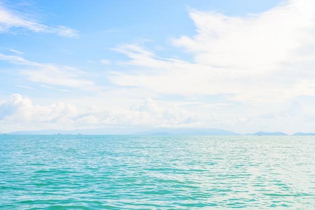 Belle île tropicale et la mer en thaïlande