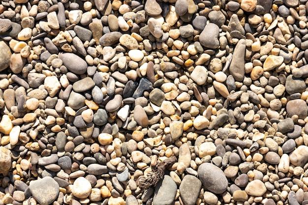 Belle image de fond de galets sur une plage