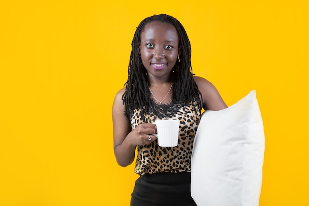 Belle jeune femme africaine