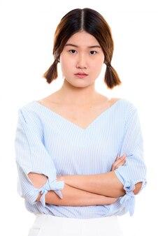 Belle jeune femme asiatique avec les bras croisés