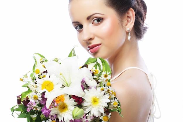 Belle jeune femme avec bouquet, bonne journée.