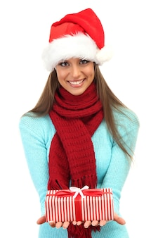 Belle jeune femme avec un cadeau, sur blanc