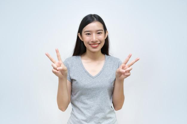 Belle, jeune femme, projection, paix, geste, portrait, jeune fille asiatique