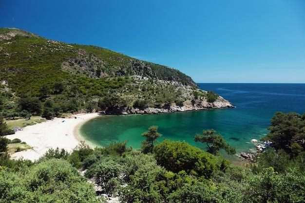 Belle lagune à l'île de thassos, grèce.