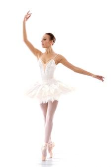 Belle et magnifique ballerine en pose de ballete