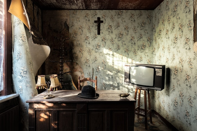 Belle maison ancienne avec des meubles vintage capturés en belgique