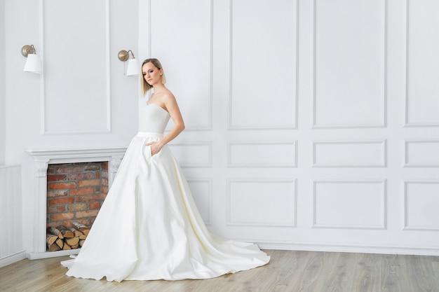 Belle mariée dans une robe de mariée
