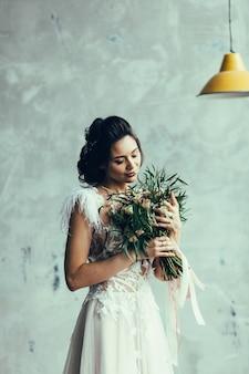 Belle mariée à l'intérieur