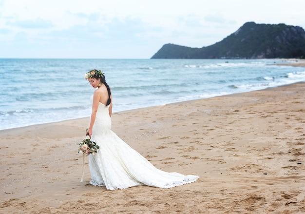 Belle mariée par la mer