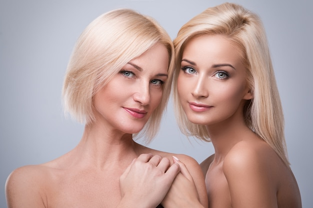 Belle mère et fille